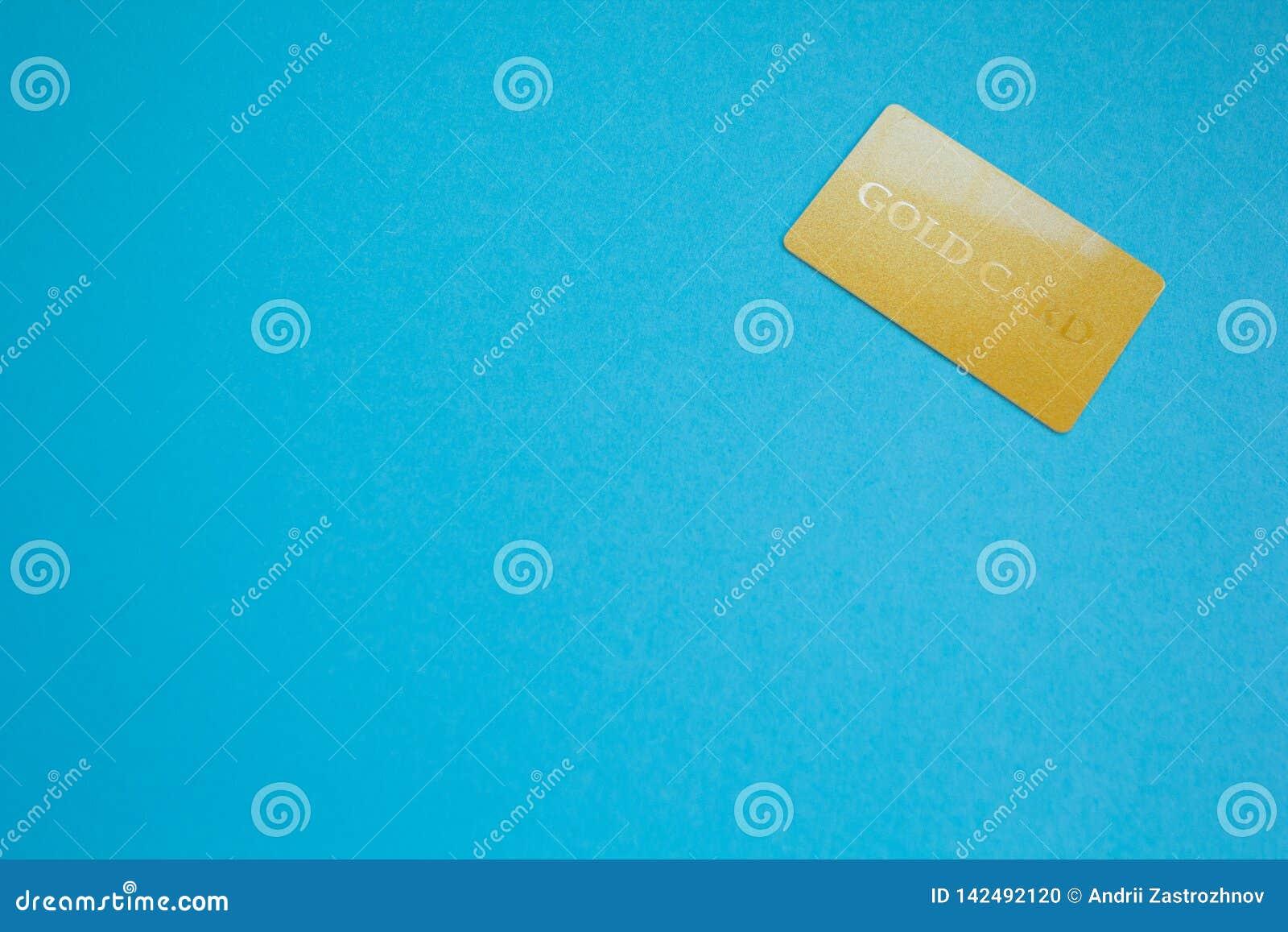 Закройте вверх золотой карты с космосом для текста, голубой темы