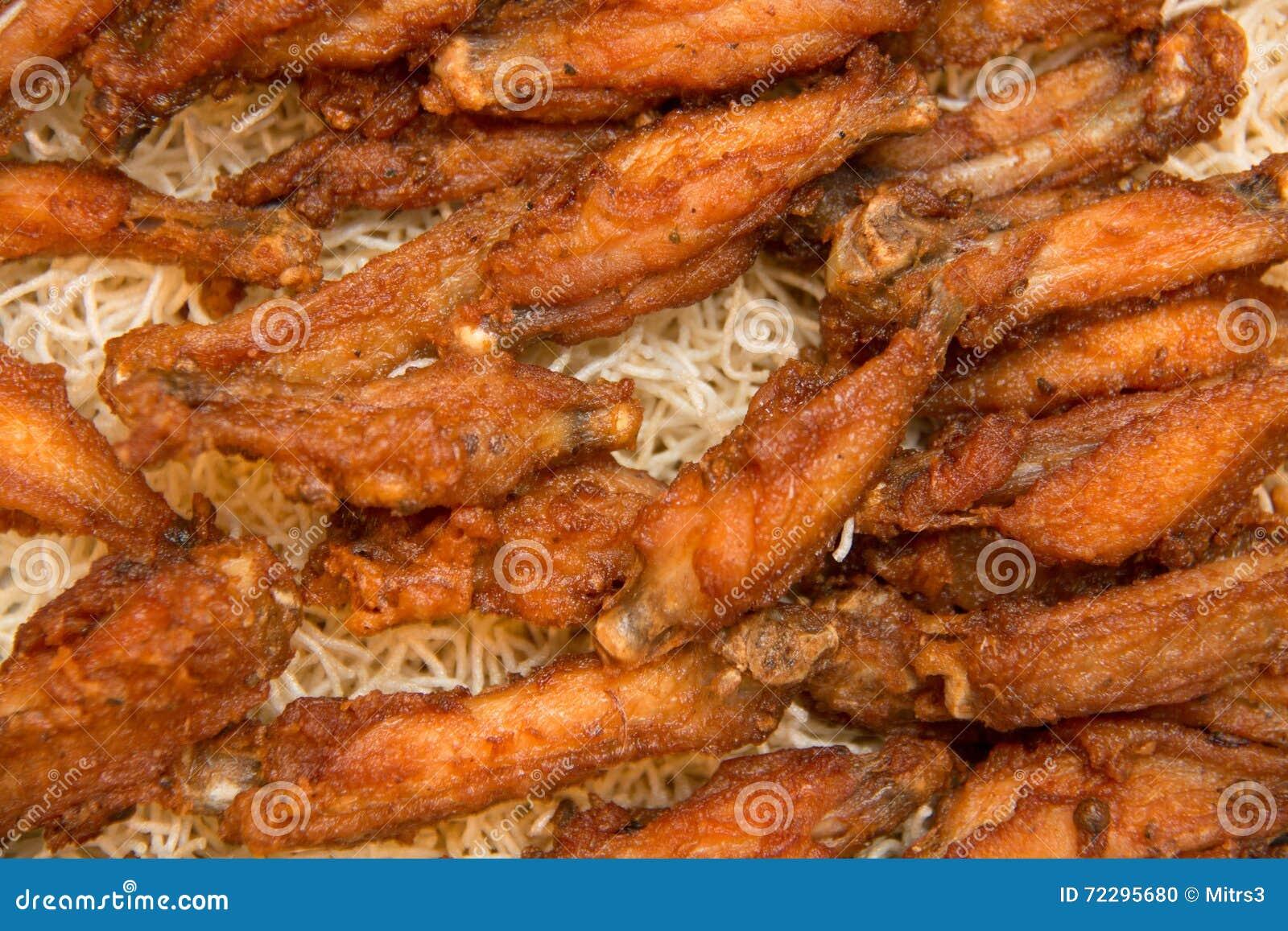 Download Закройте вверх крыла жареной курицы Стоковое Фото - изображение насчитывающей золотисто, drumstick: 72295680