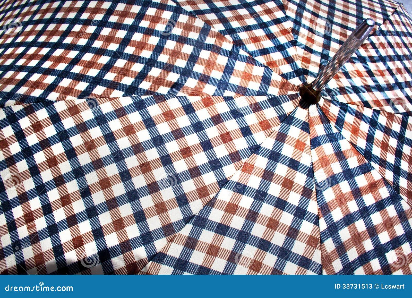 Закройте вверх открытого ретро сделанного по образцу зонтика 4