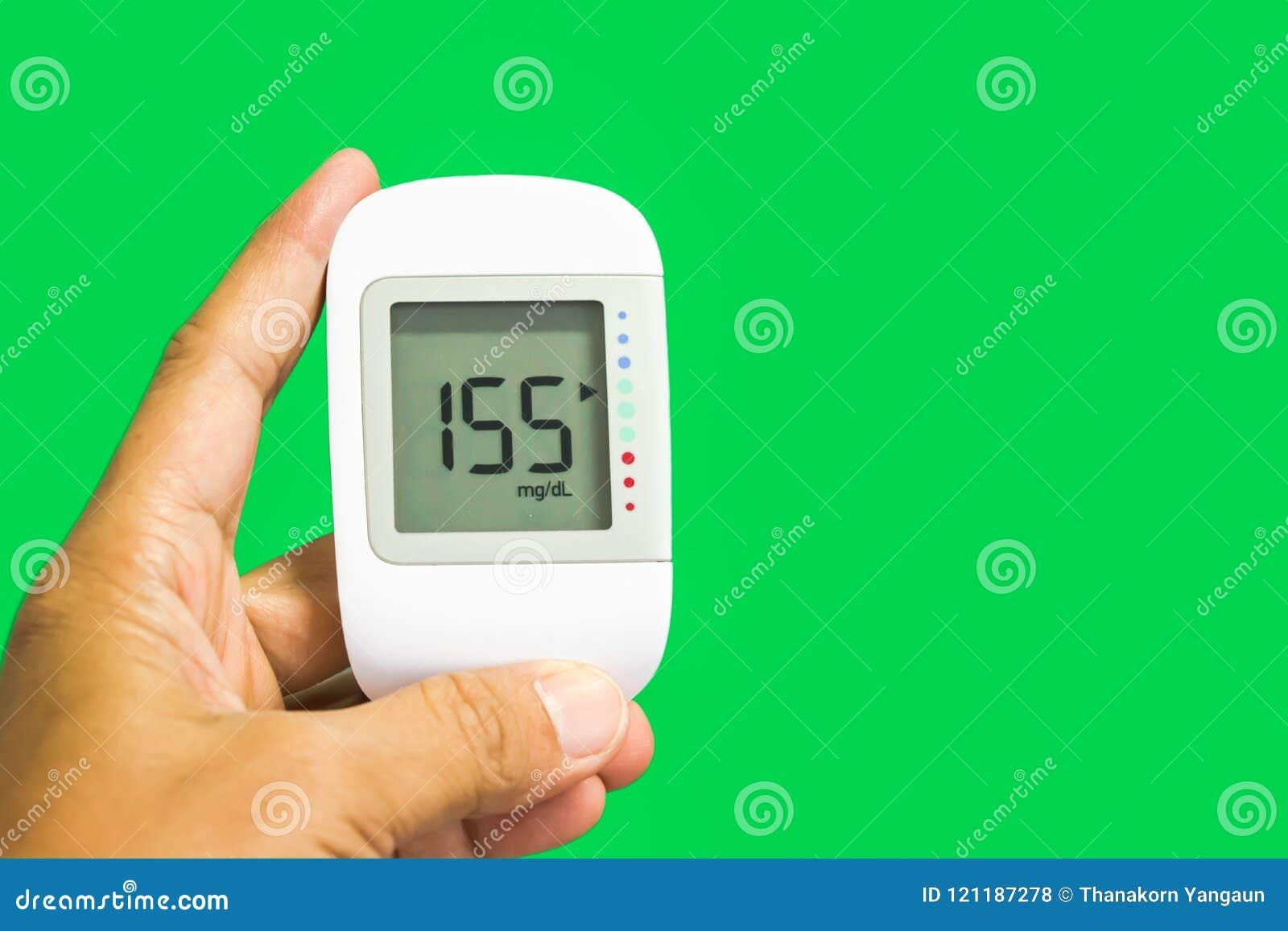 Закройте вверх по медицинской службе, цифровой пользе детектора содержания глюкозы в крови измерить терпеливый уровень сахара в к