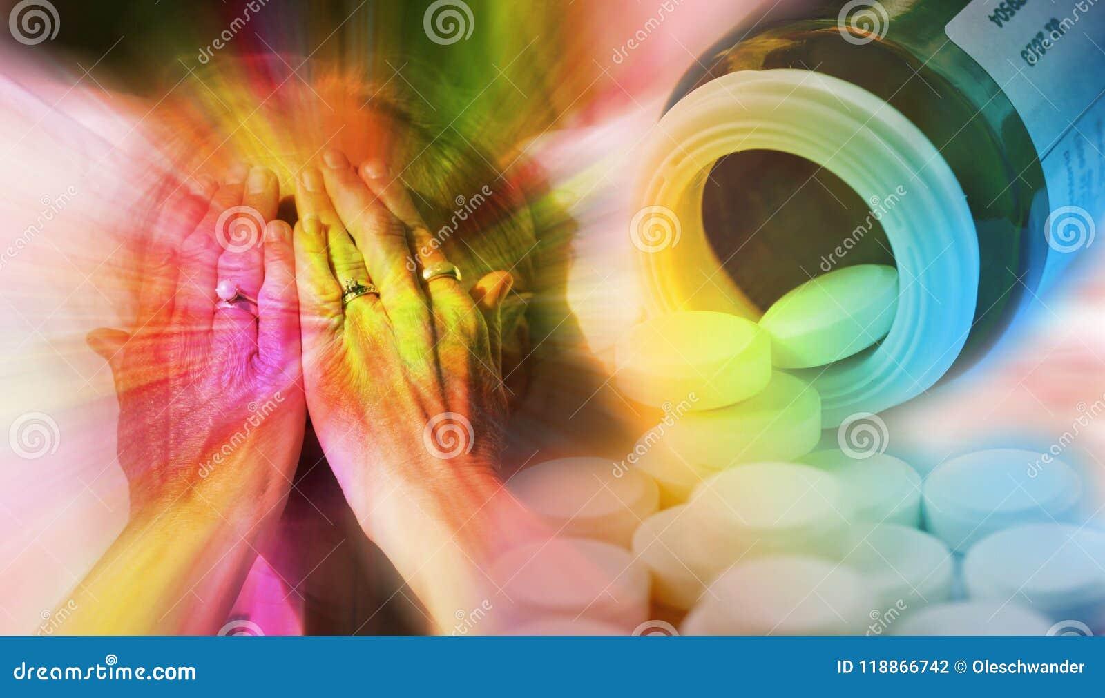 Закройте вверх по портрету женщины покрывая ее сторону при руки и пилюльки лить вне от бутылки пилюльки Наркомания, медицина a