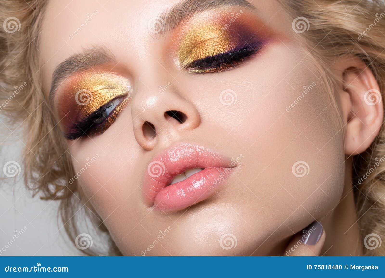 Вечерний макияж этим летом фото