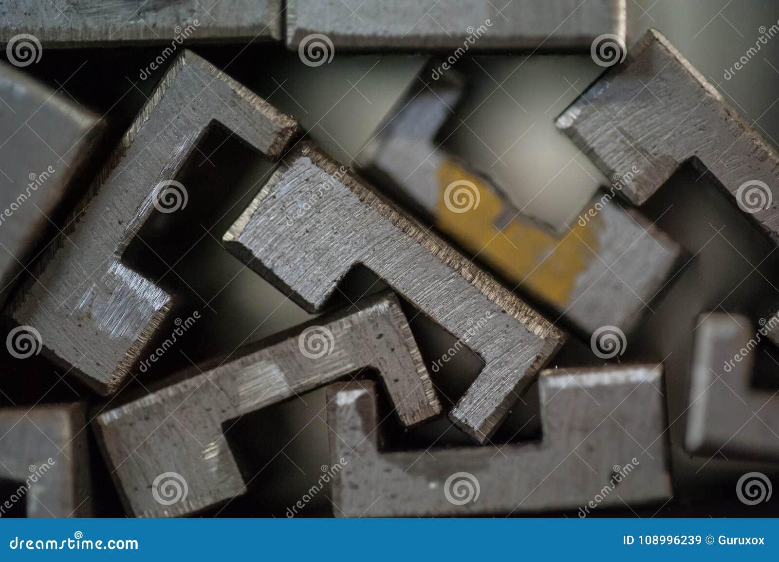 Закройте вверх штабелированных металлических пластин