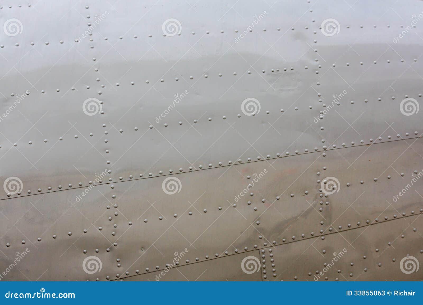 Заклепки на коже воздушных судн