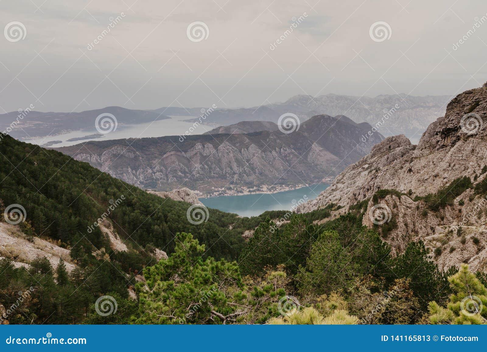 Залив Kotor от высот