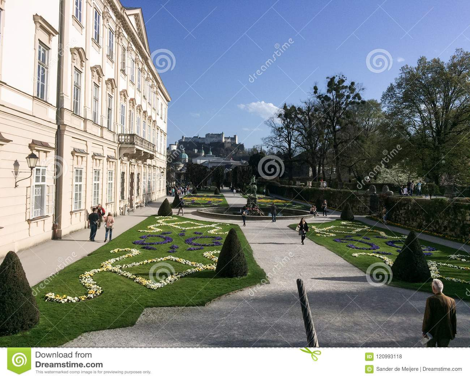 Зальцбург, Австрия - 4-ое апреля 2016: Сады и Hohensalz Mirabell