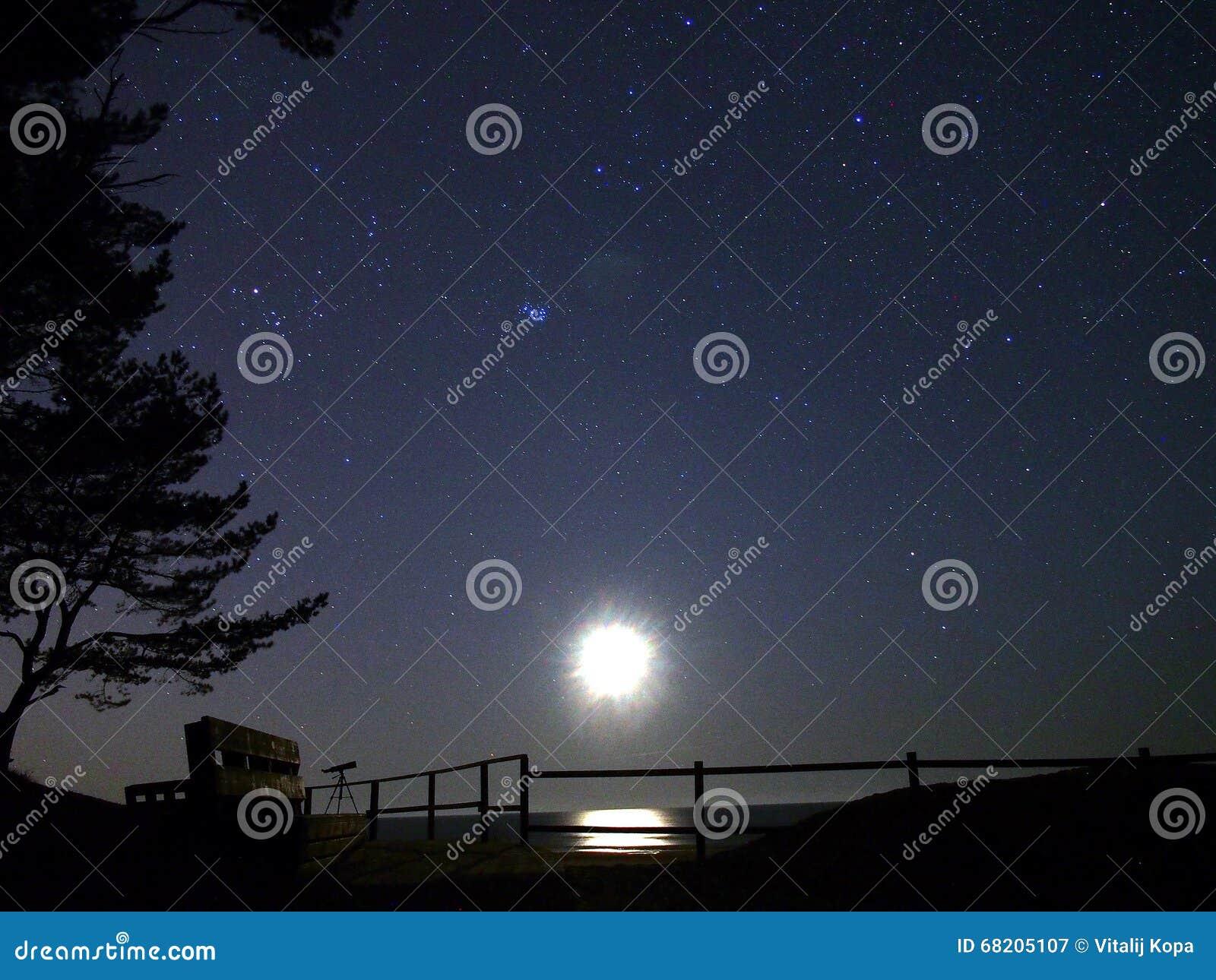 Замечание звезд луны и ночного неба