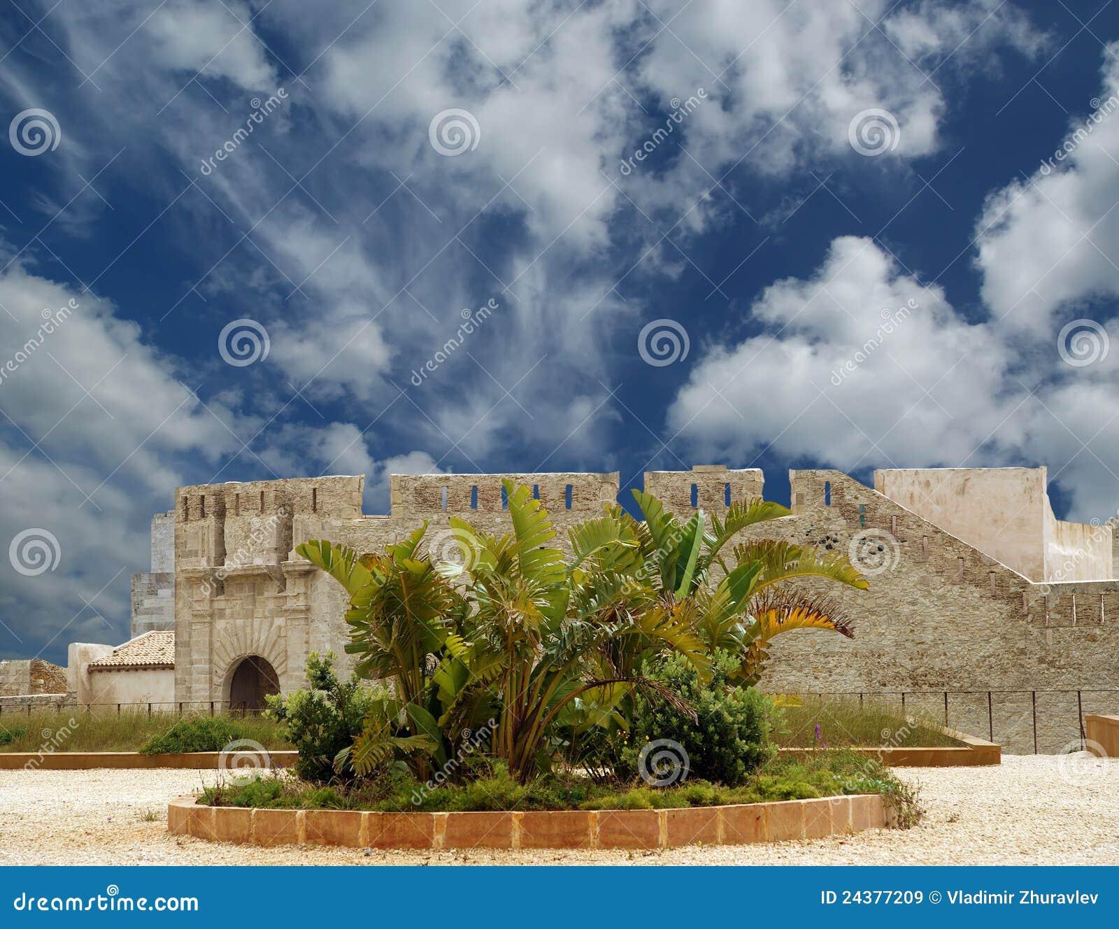 замок Италия Сицилия syracuse