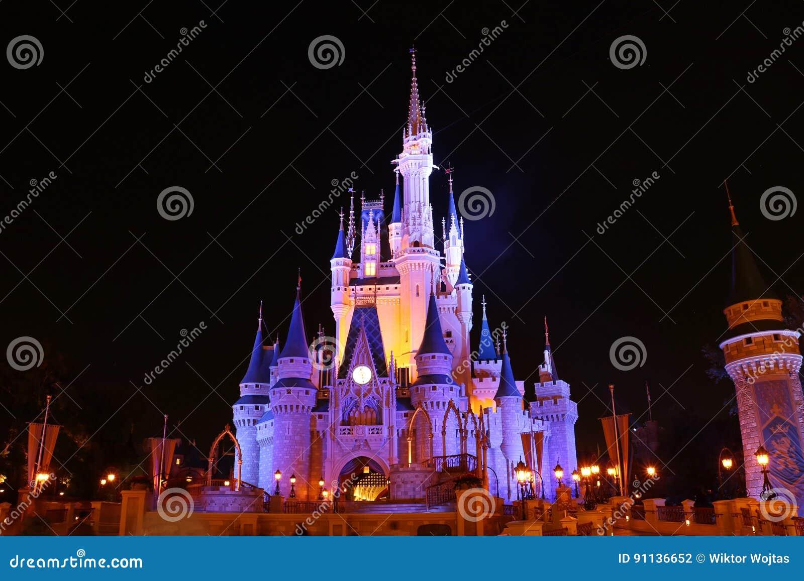 Замок королевства Disneyworld волшебный