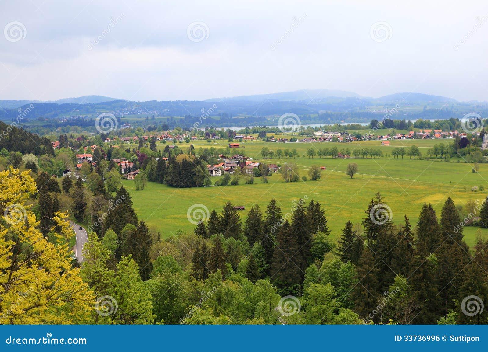 Замок Нойшванштайна деревни в Fussen