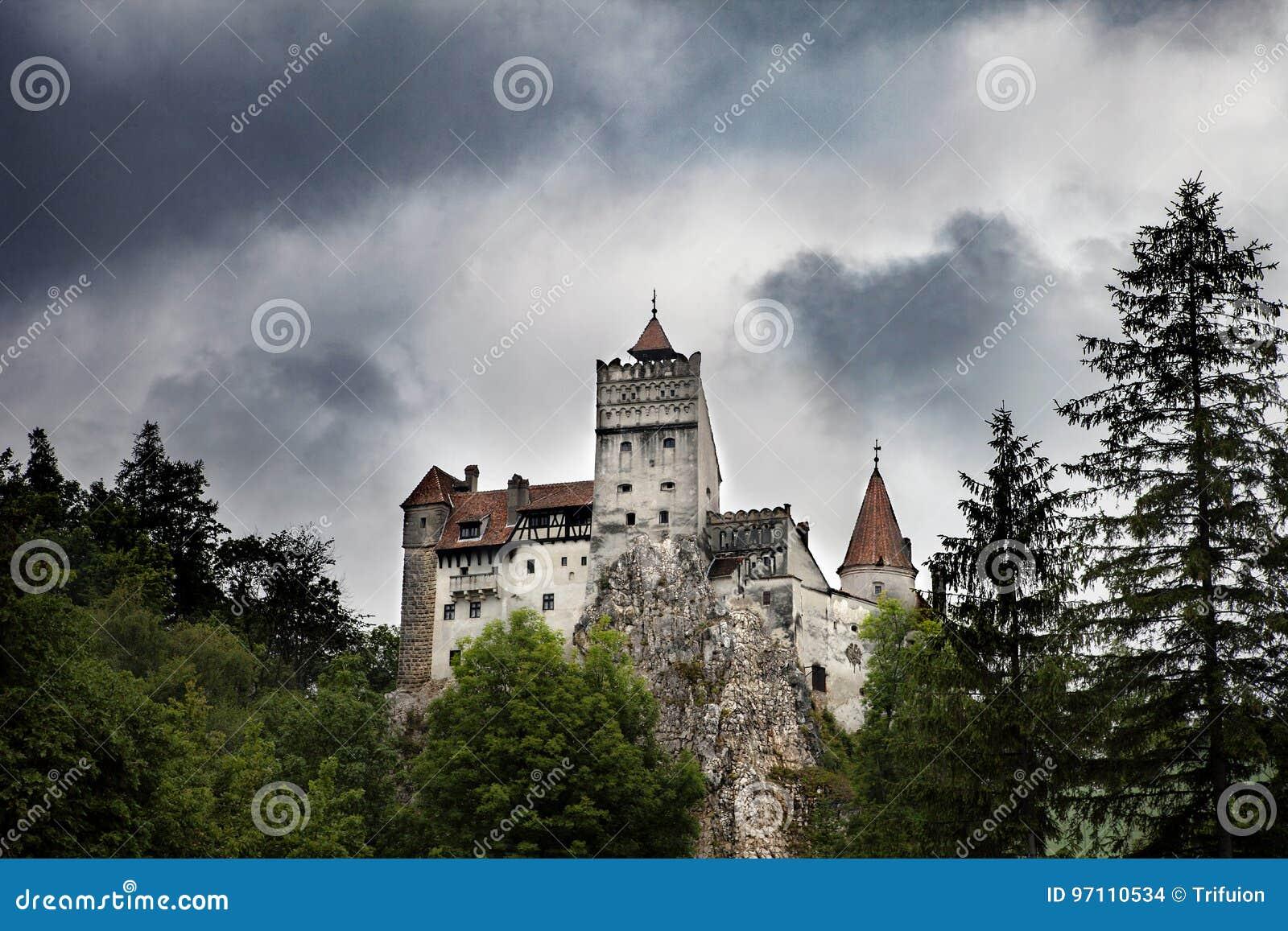 Замок отрубей Дракула средневековый в Румынии