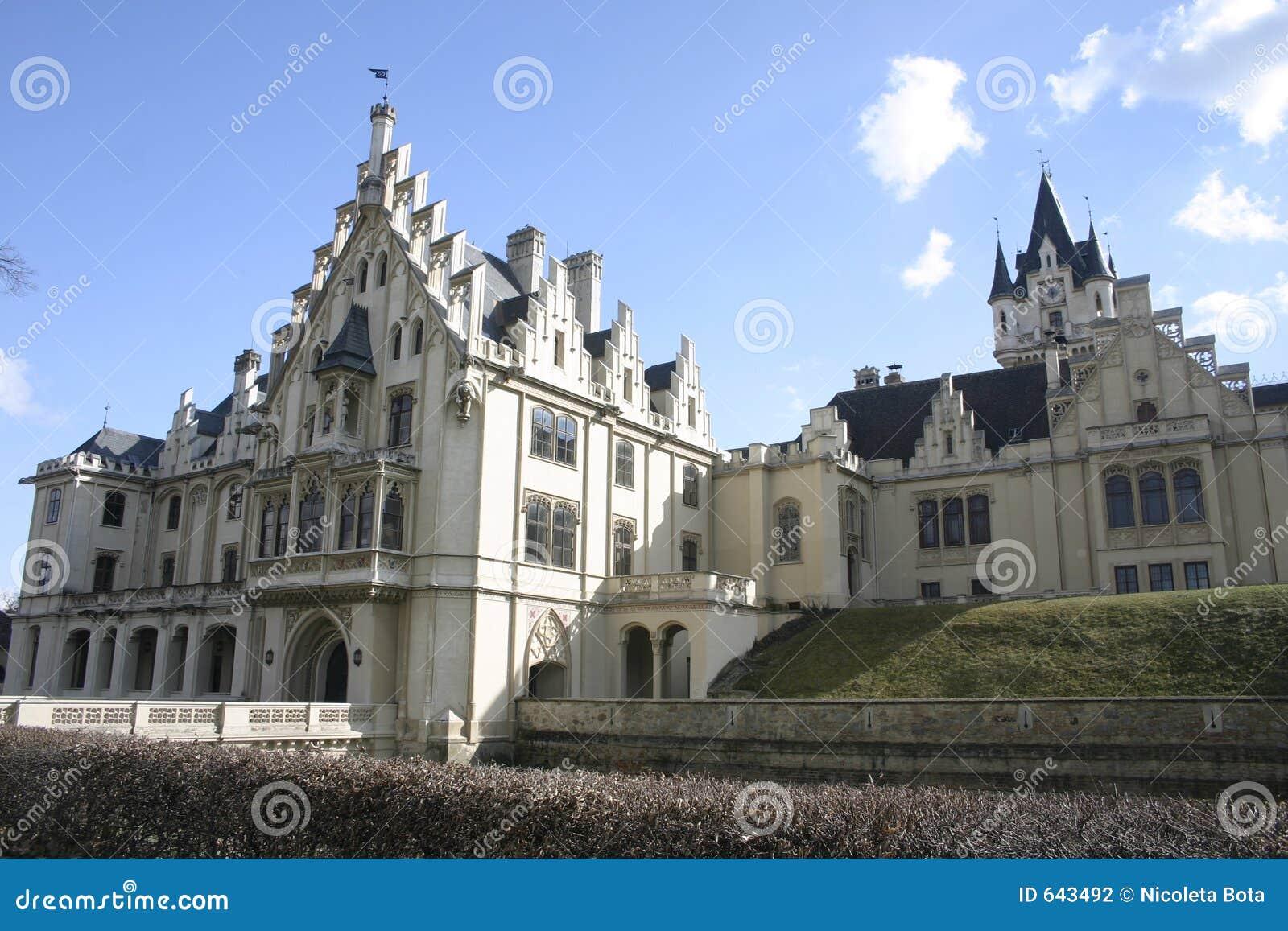Download замок средневековый стоковое фото. изображение насчитывающей вход - 643492