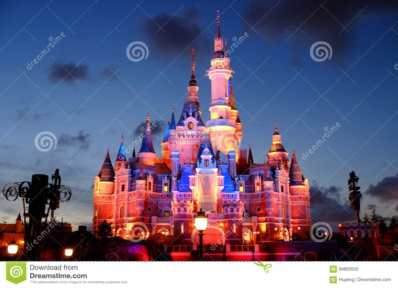Замок Шанхая Дисней