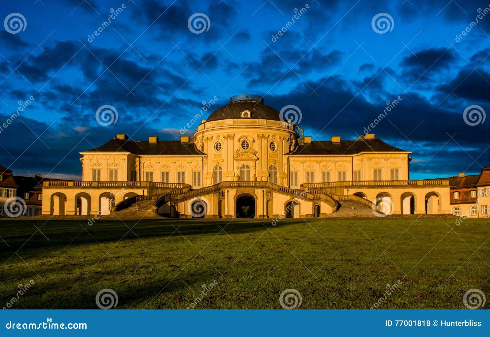 Замок Штутгарт Германия Schloss уединения панорамы голубого неба внешний