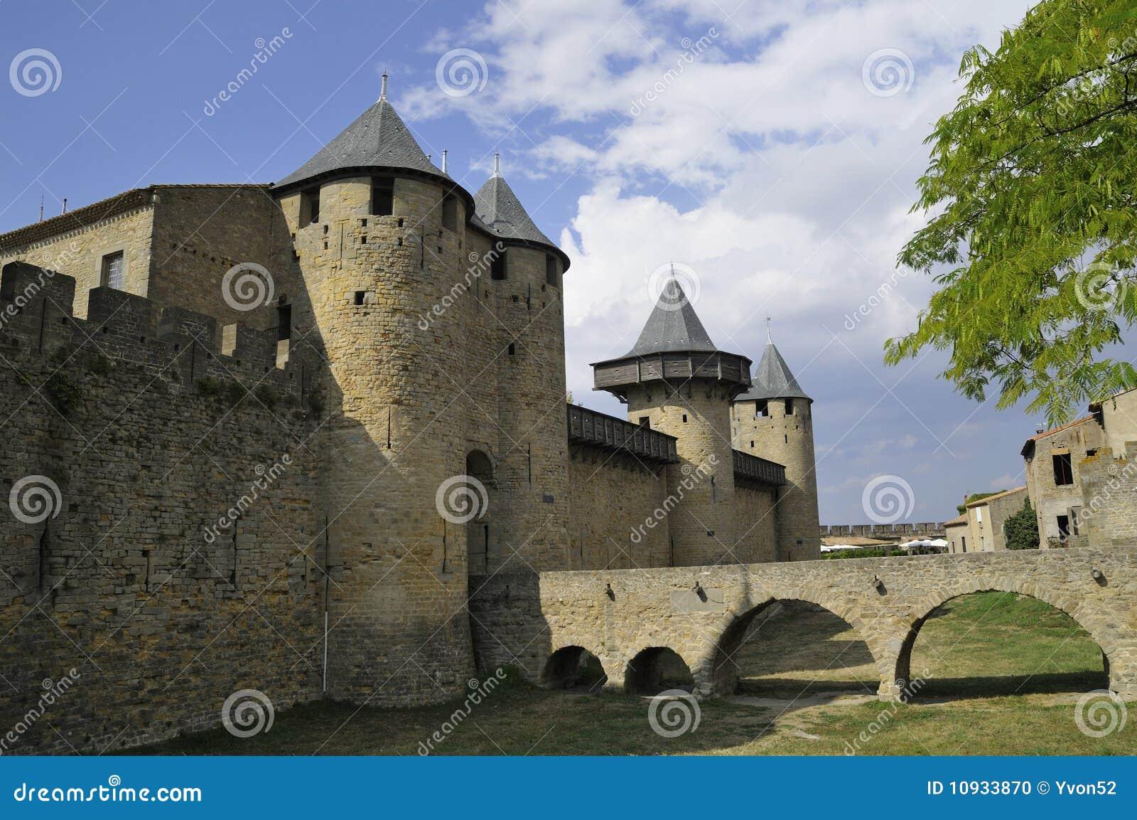 замок carcassonne