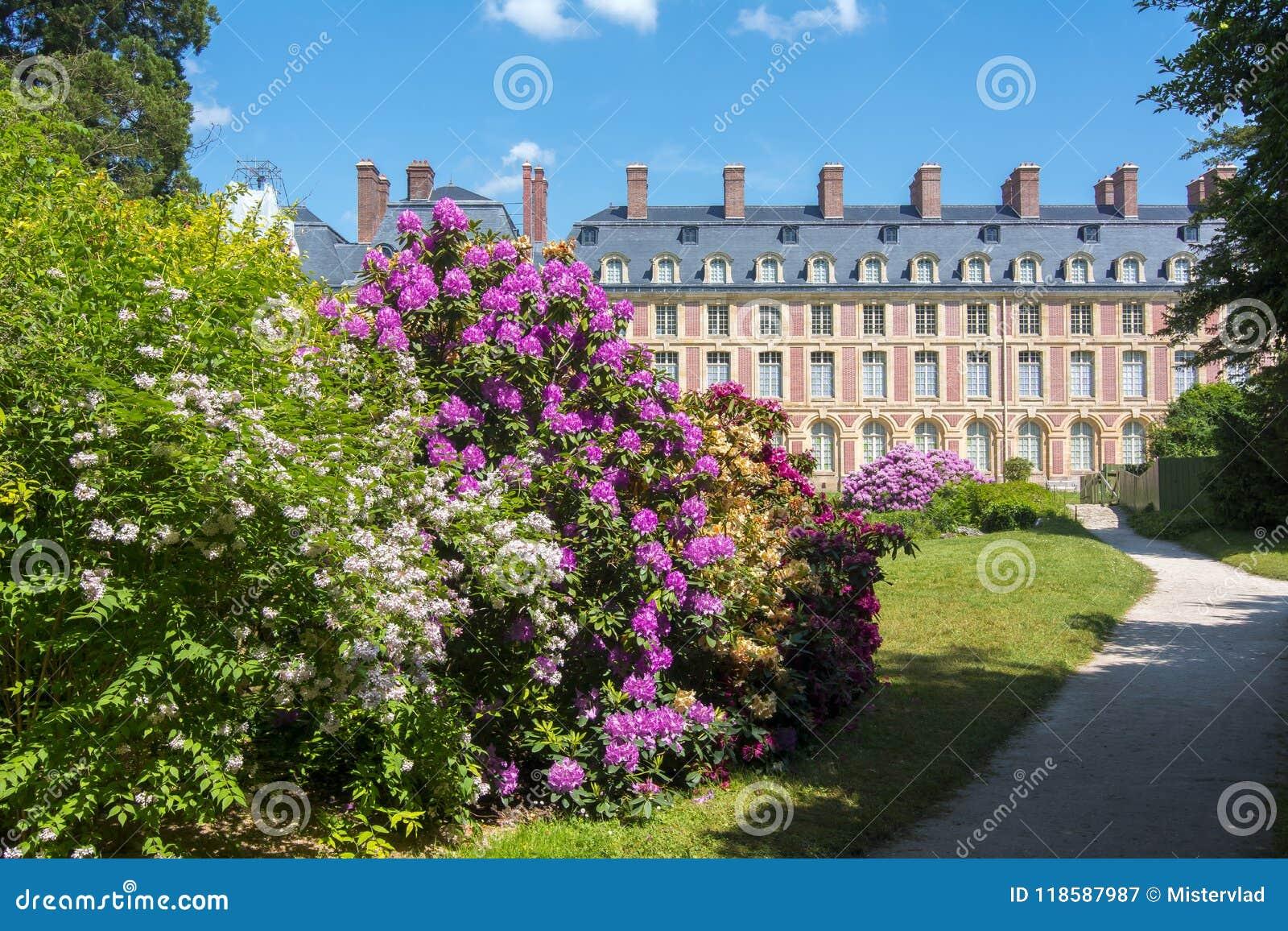Замок de Фонтенбло дворца Фонтенбло и парк около Парижа, Франции