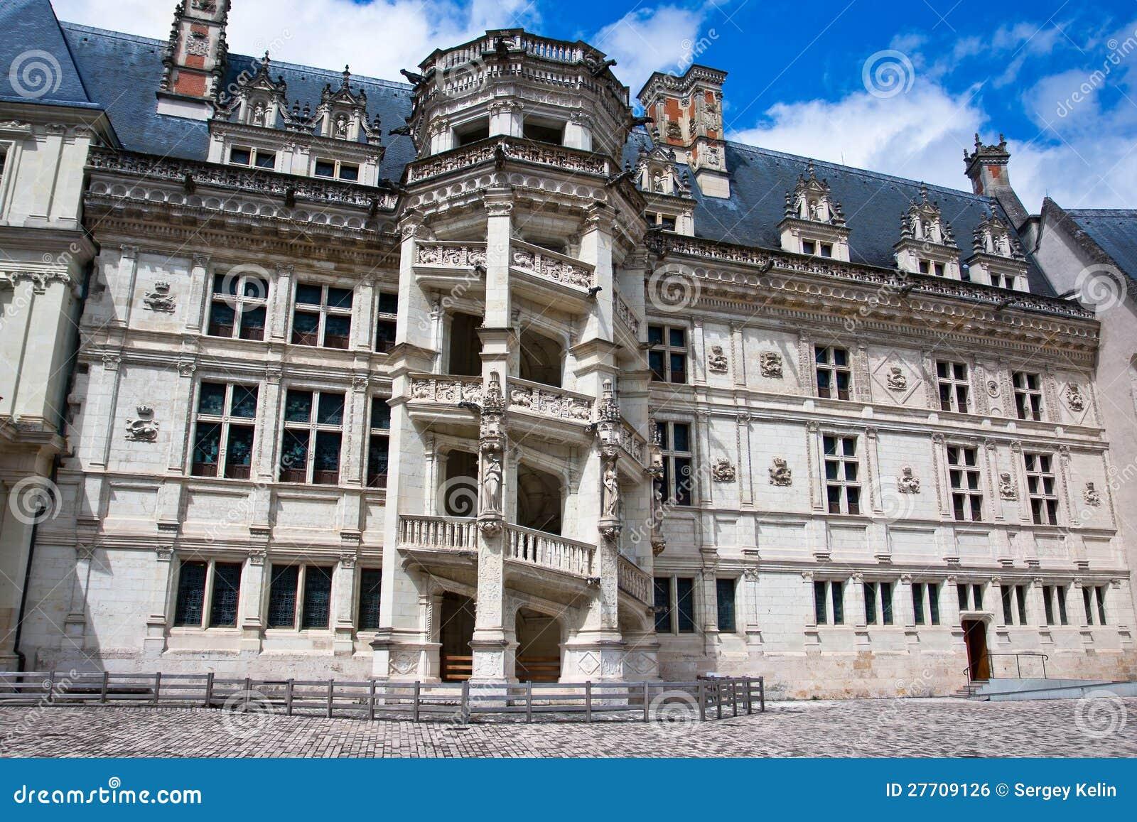 Замок de Blois. Известная винтовая лестница
