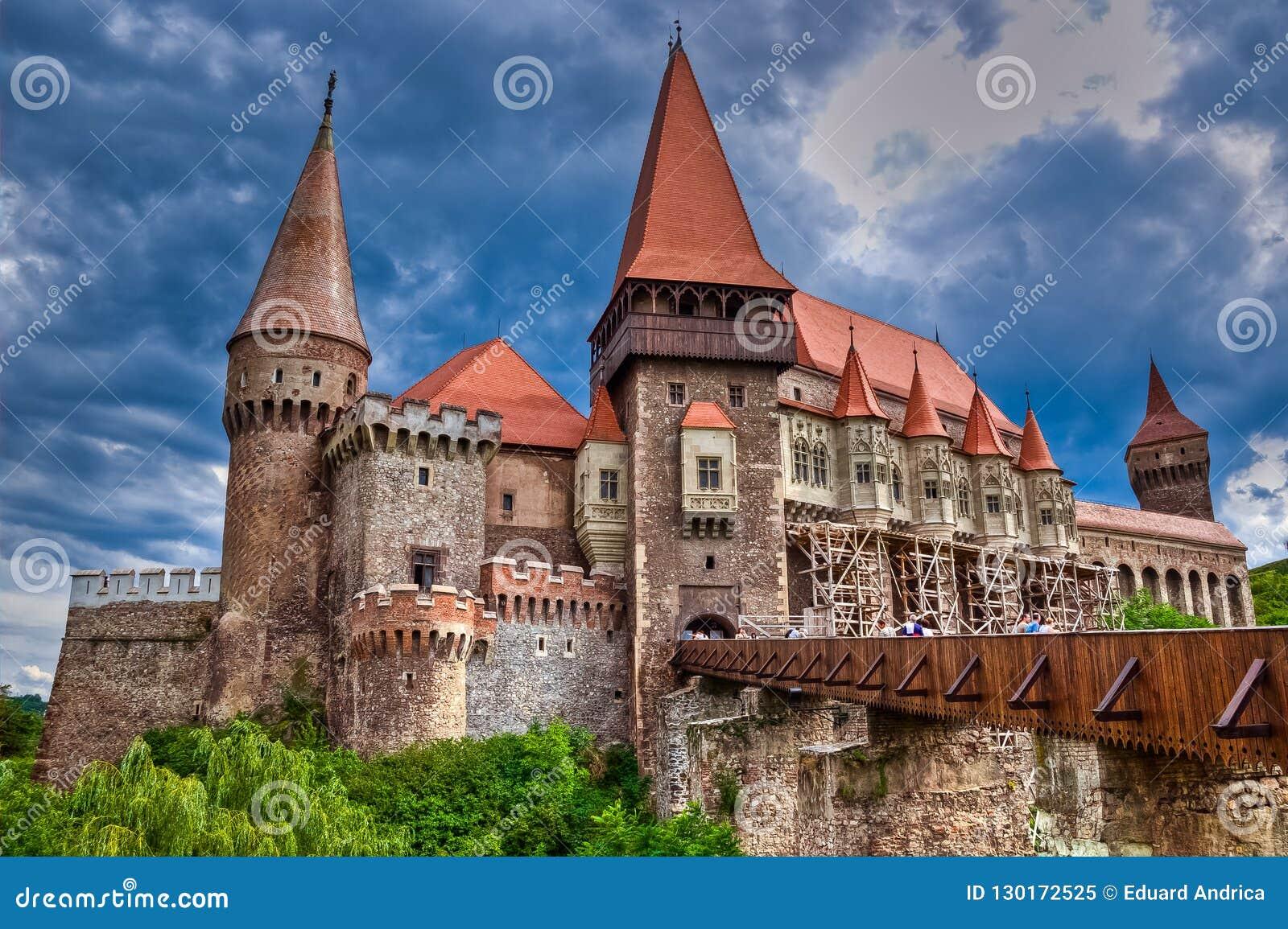 Замок Hunyad