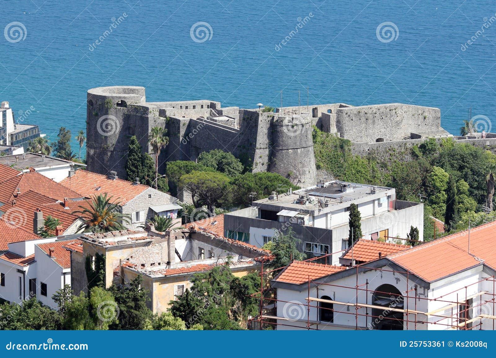 Замок монтенегро