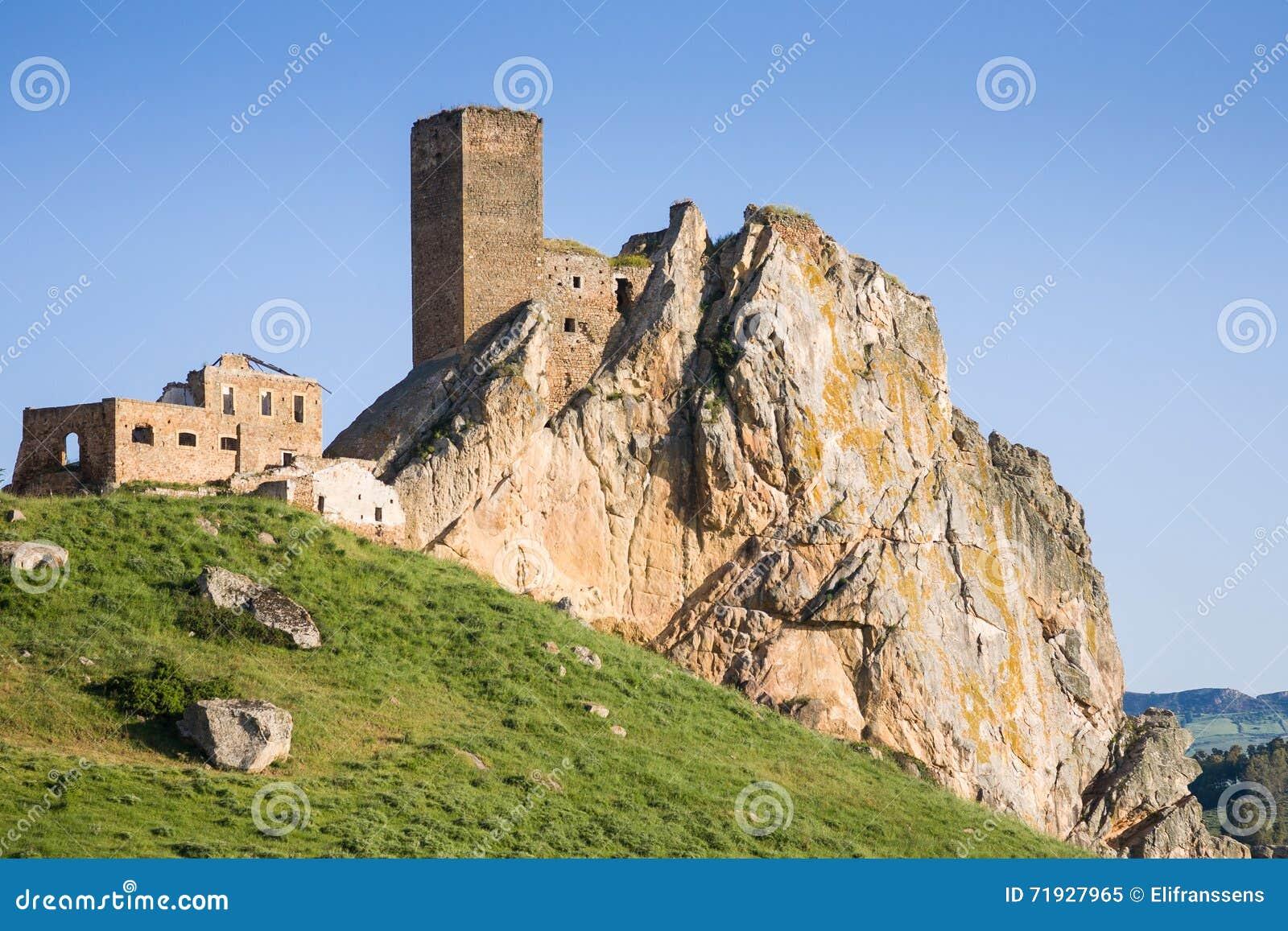 Замок Pietratagliata, Aidone, Сицилия
