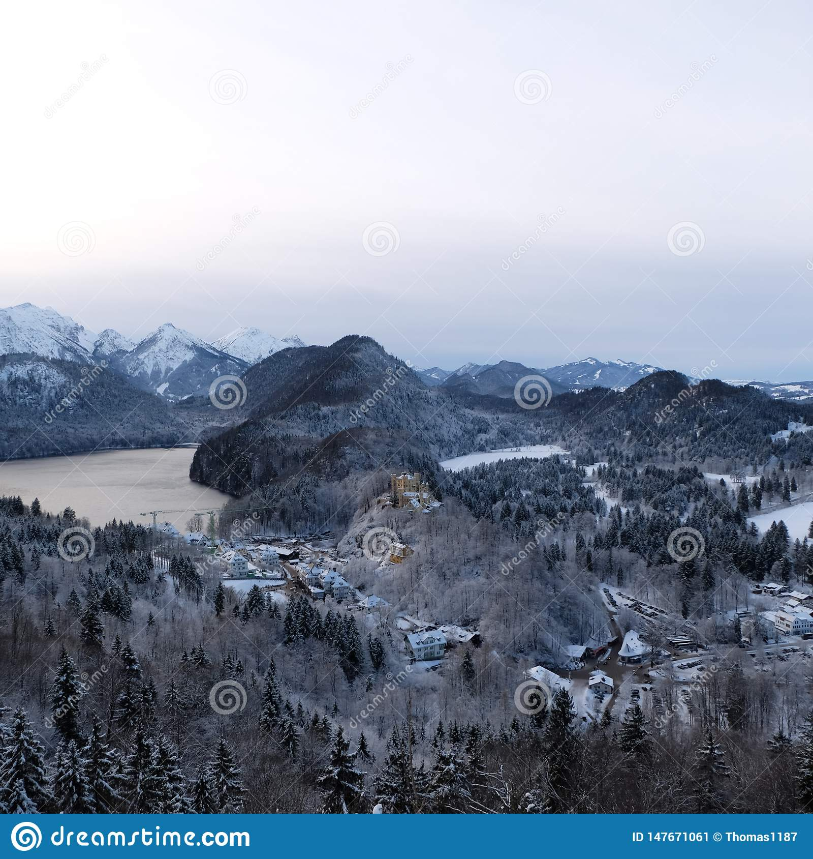 Замок Snowy Hohenschwangau во время зимы