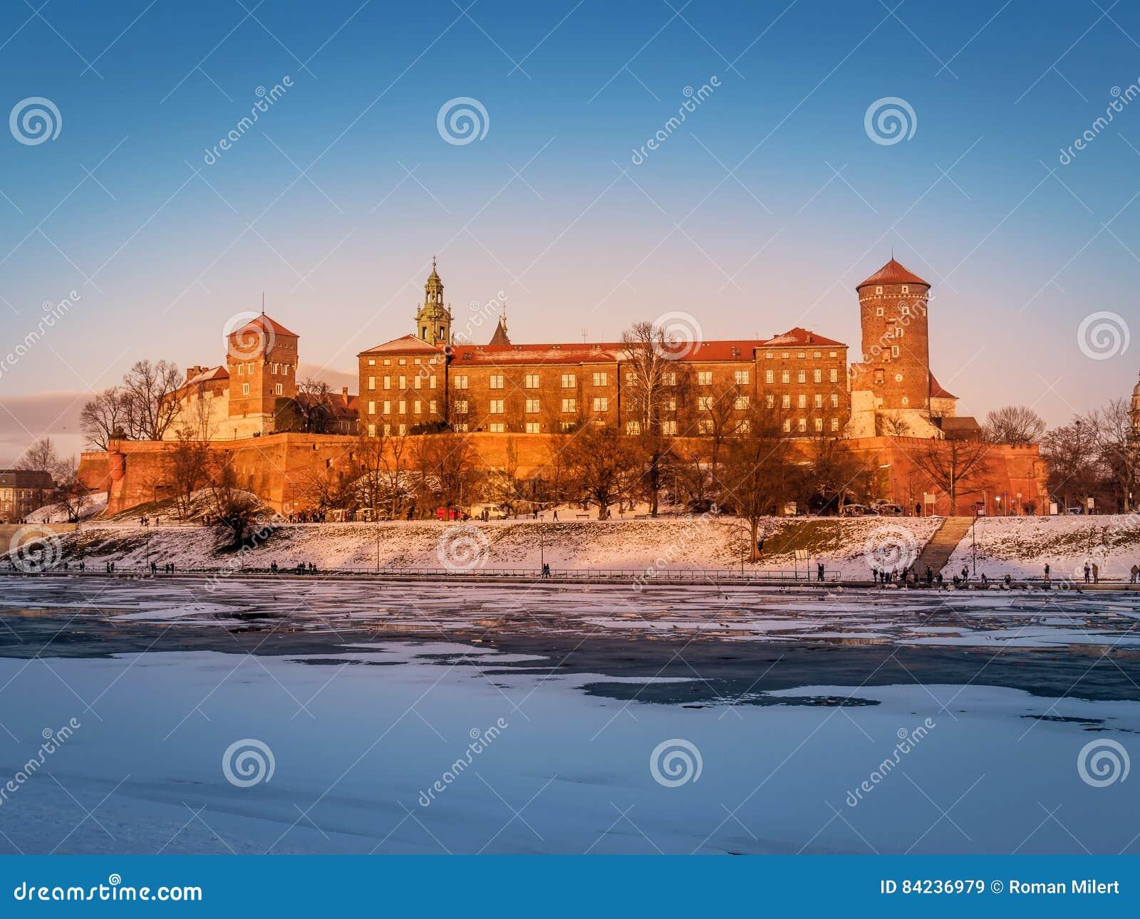 Замок Wawel в зимнем времени