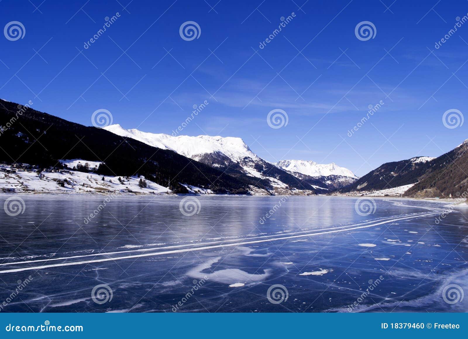 замороженное озеро