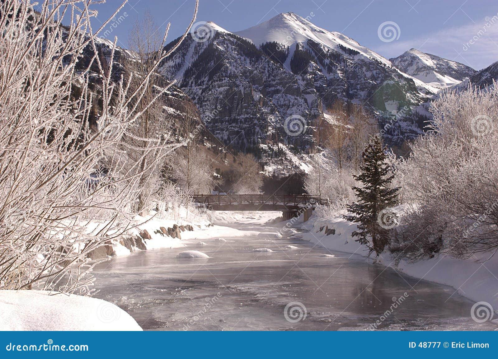 замороженное река