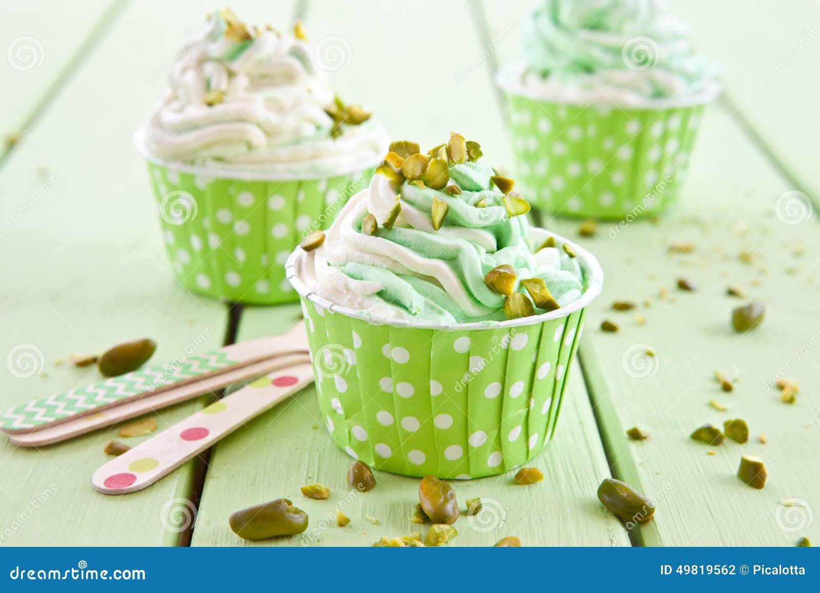 Замороженный йогурт с свежей фисташкой