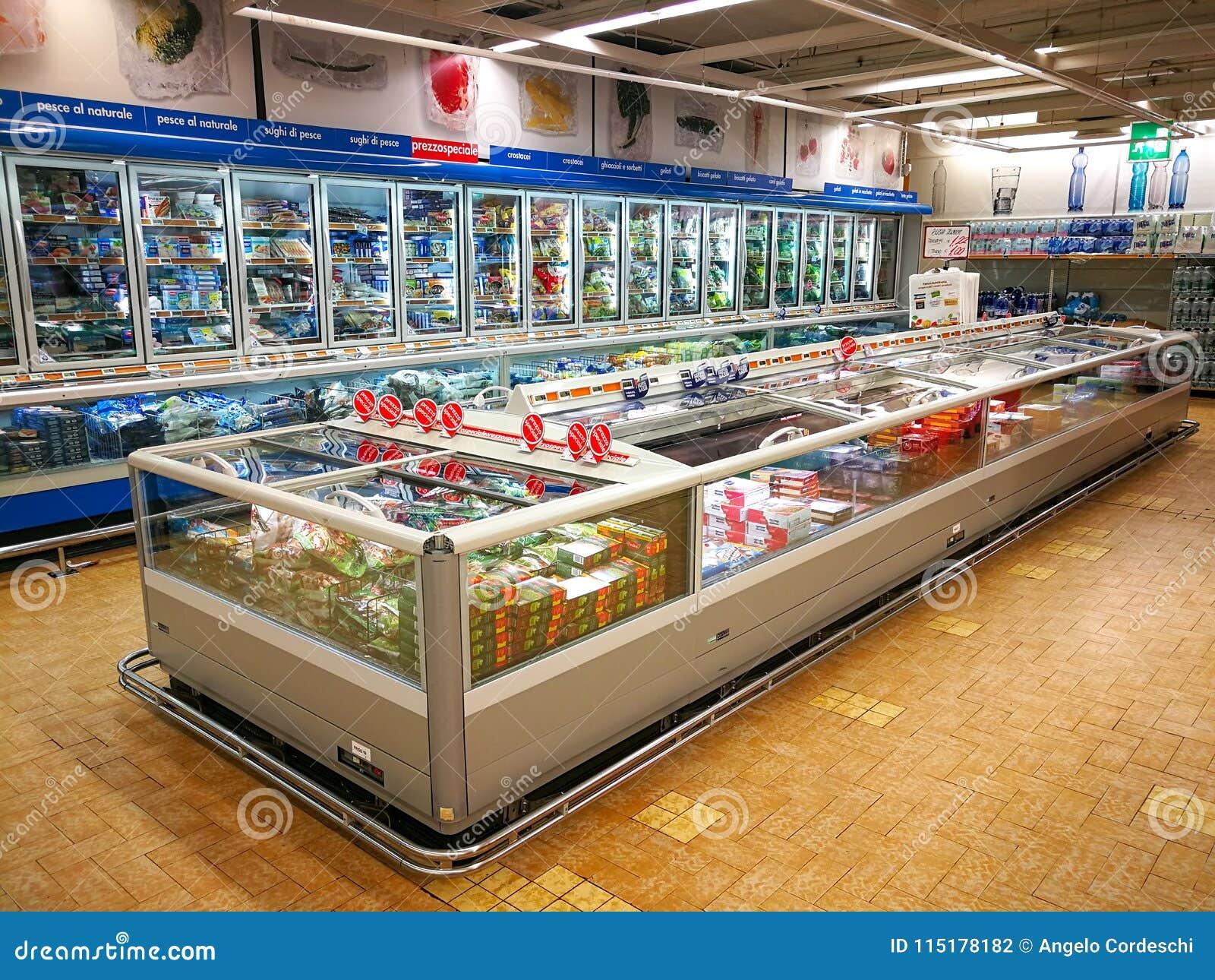 Замороженный отдел, холодильники и продукты