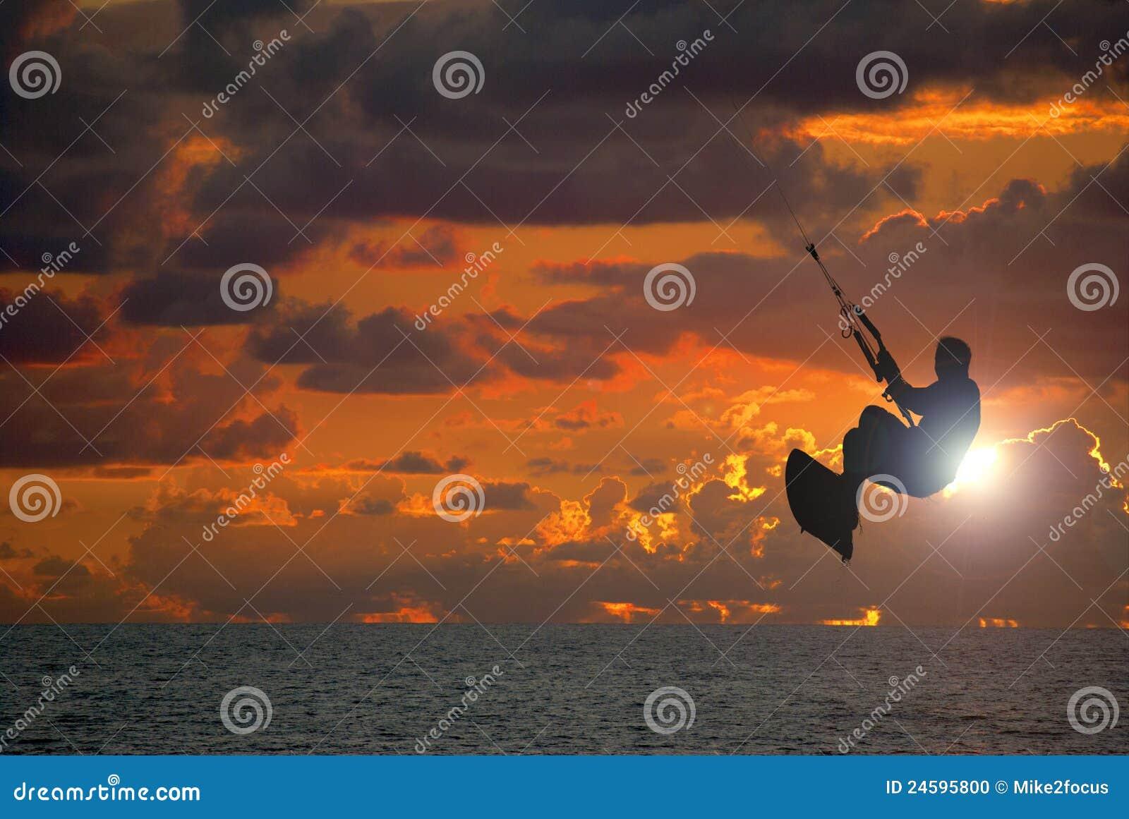 заниматься серфингом захода солнца змея