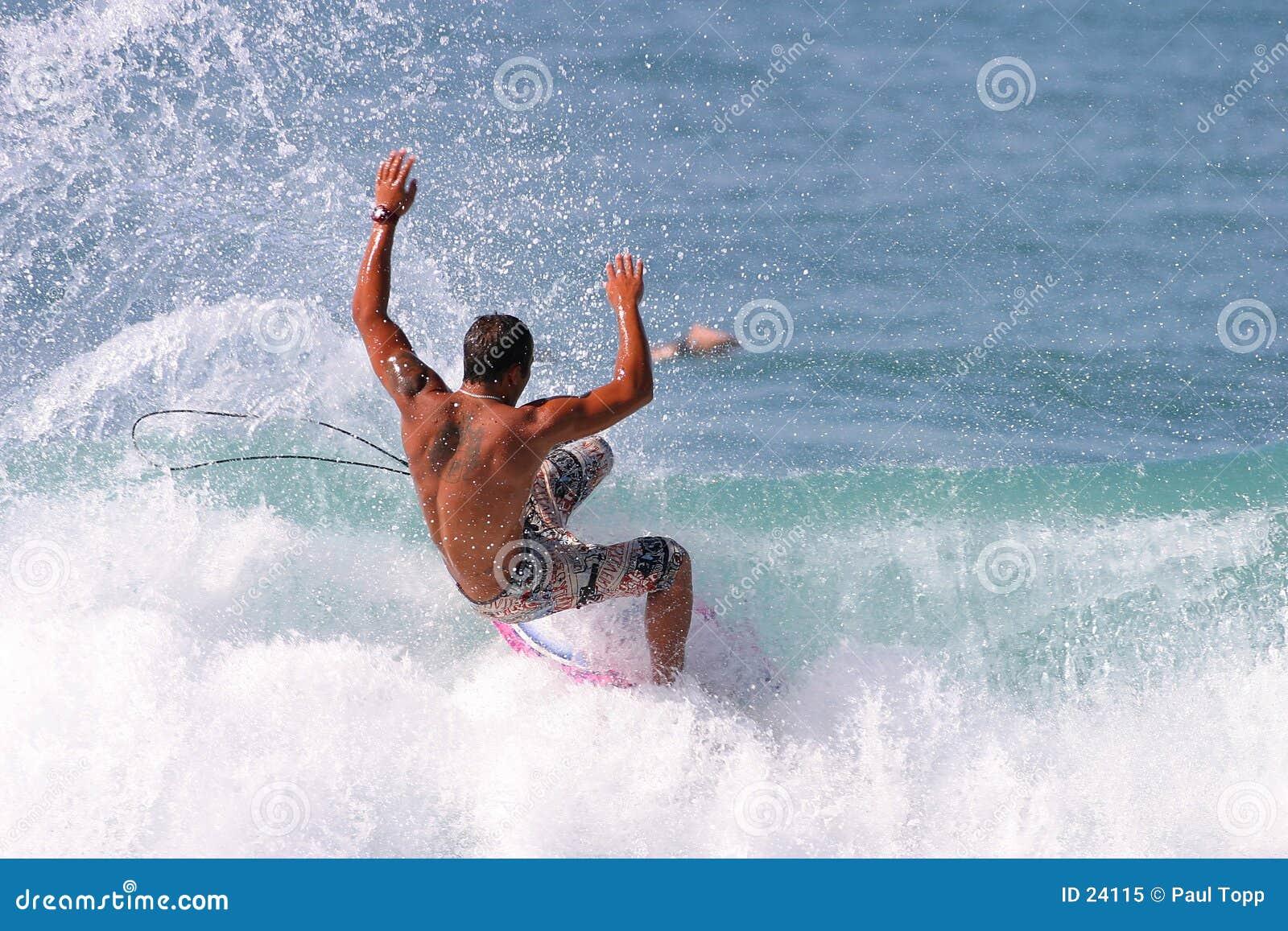 заниматься серфингом