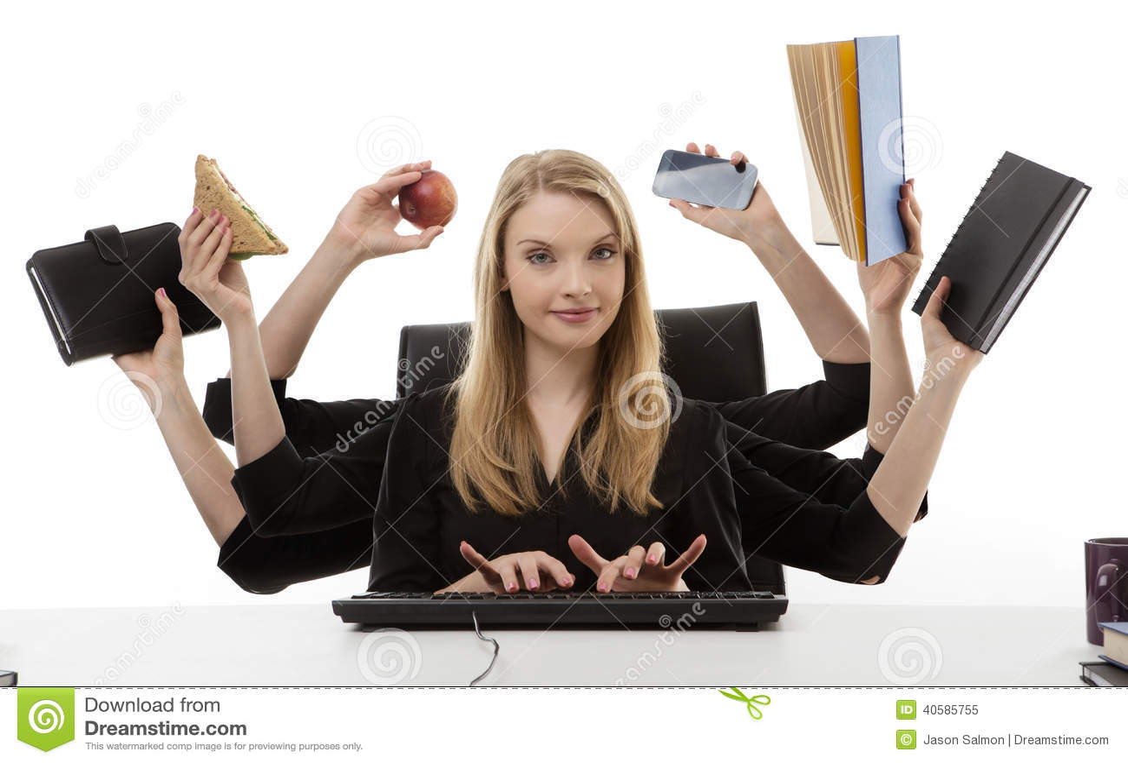 Занятая женщина на ее столе