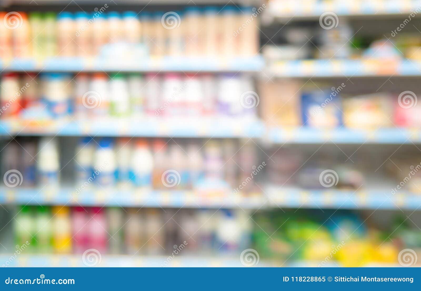 Запачкано изображение, и товары в ночном магазине
