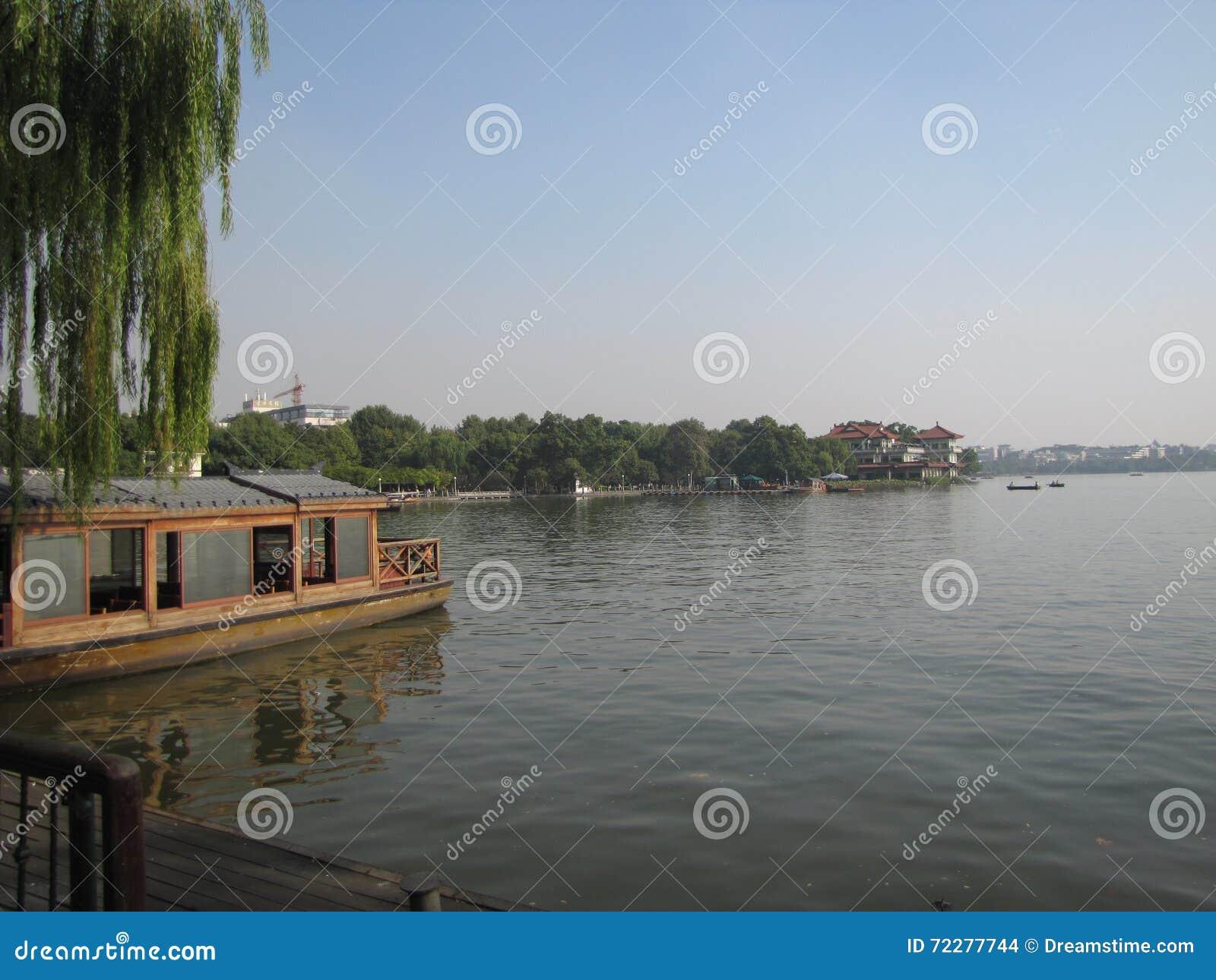 Download Западное озеро редакционное стоковое изображение. изображение насчитывающей фото - 72277744