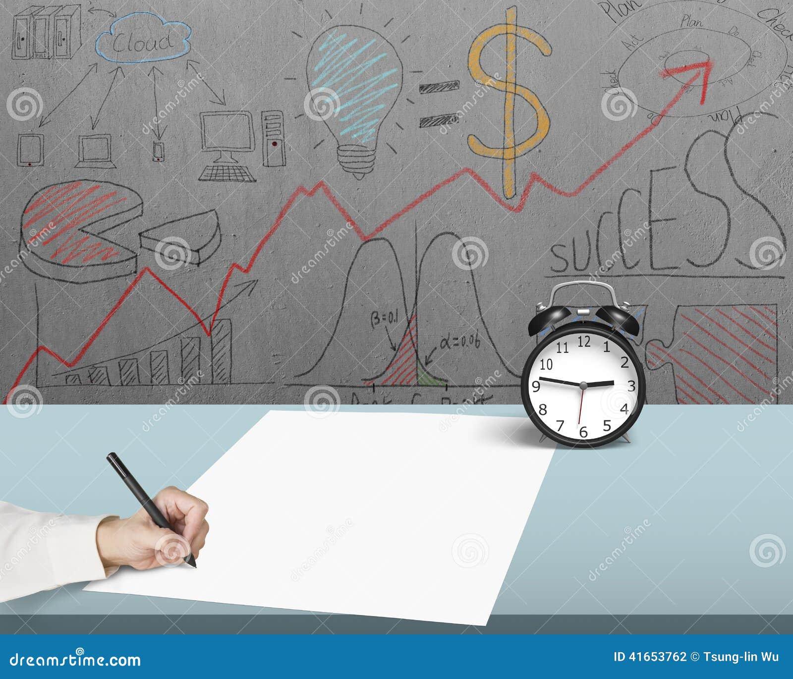 Запись на бумаге в офисе