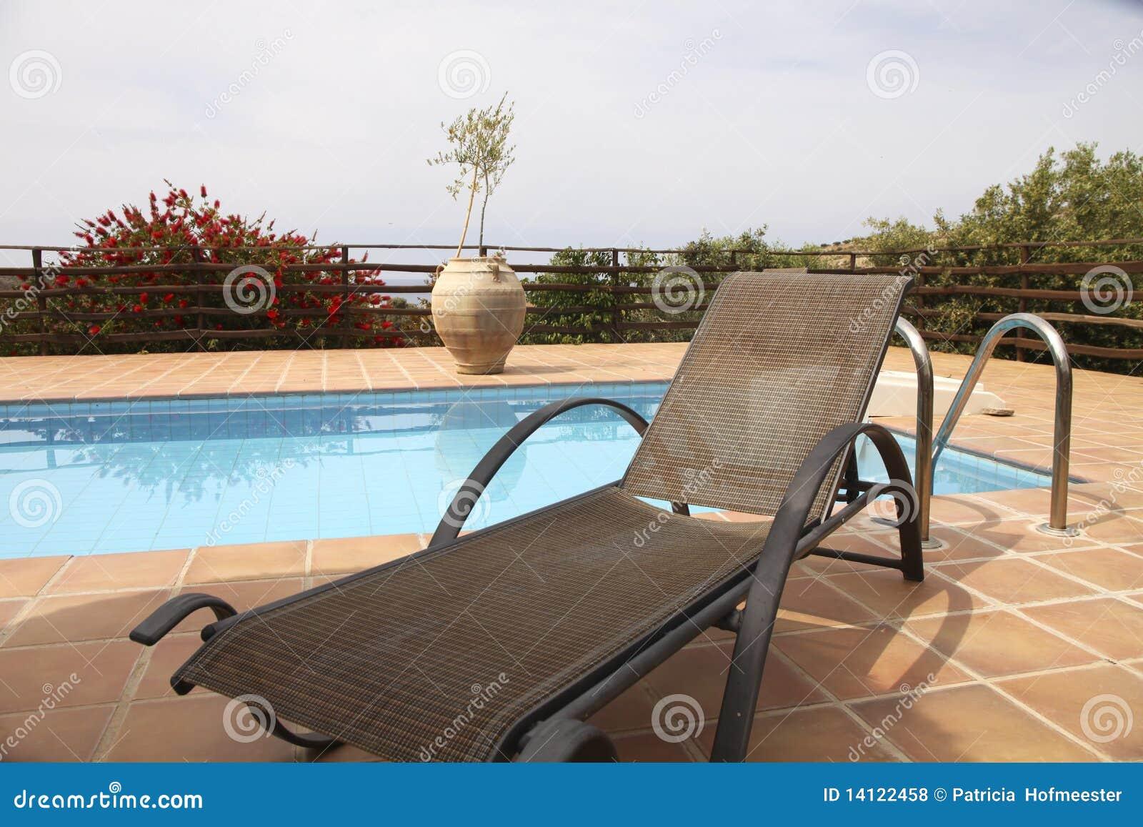 заплывание бассеина deckchair