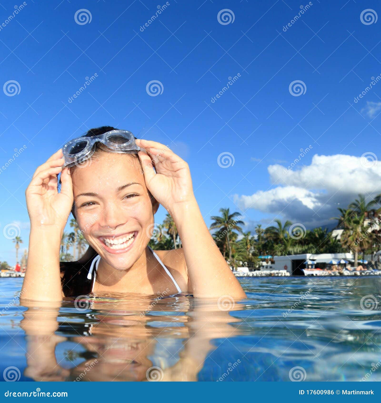 заплывание курорта бассеина девушки роскошное