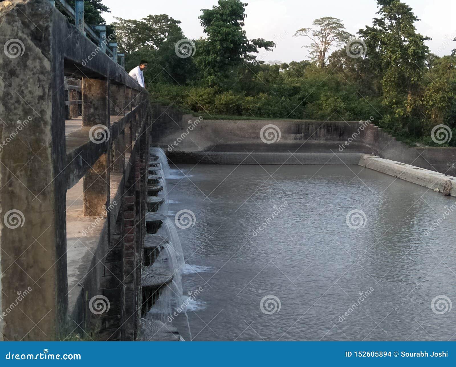 Запруда воды