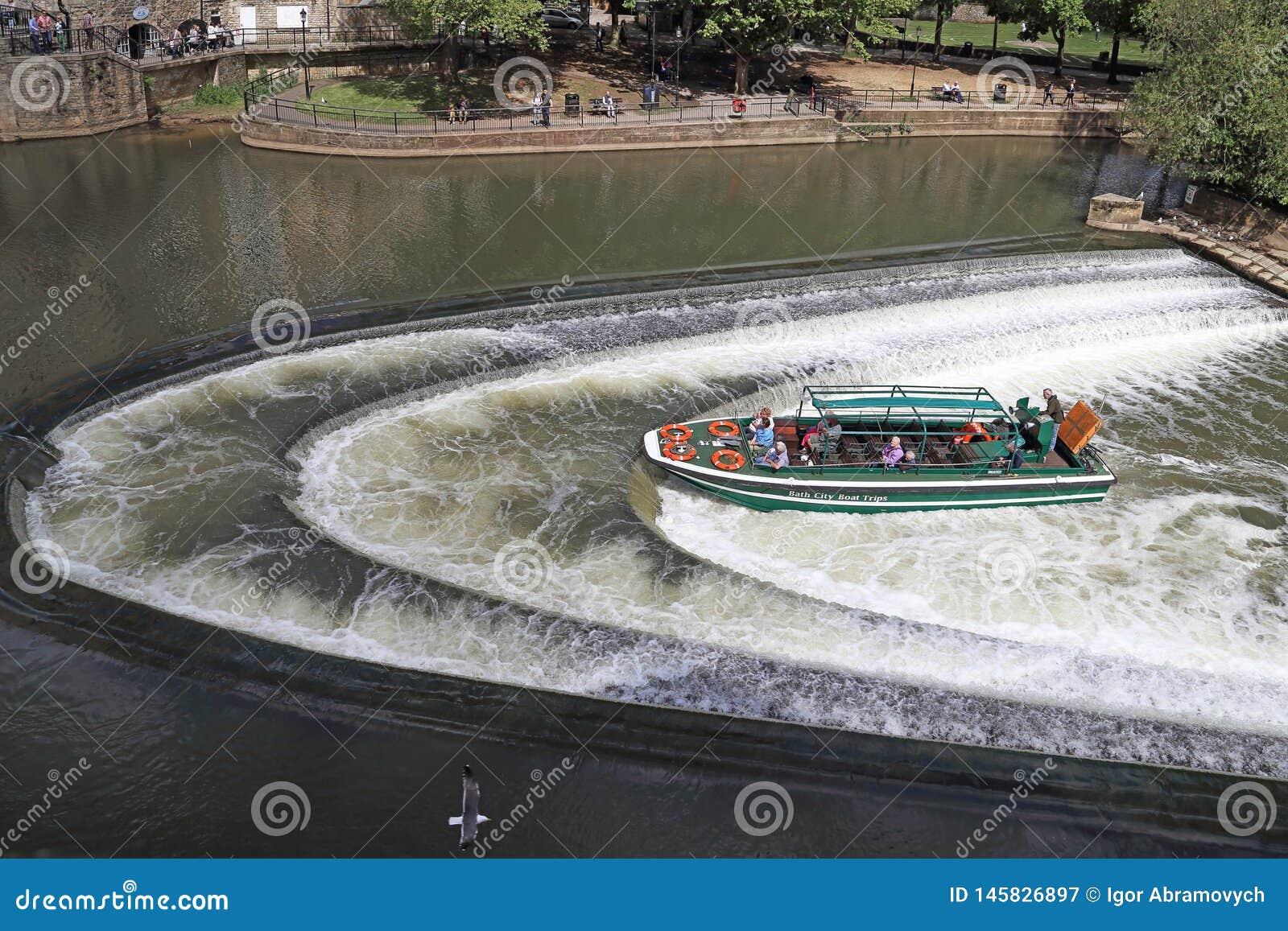 Запруда на реке Эвон в ванне, Великобритании