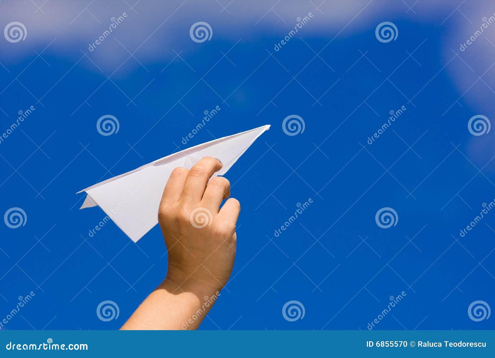 запуская бумажная плоскость