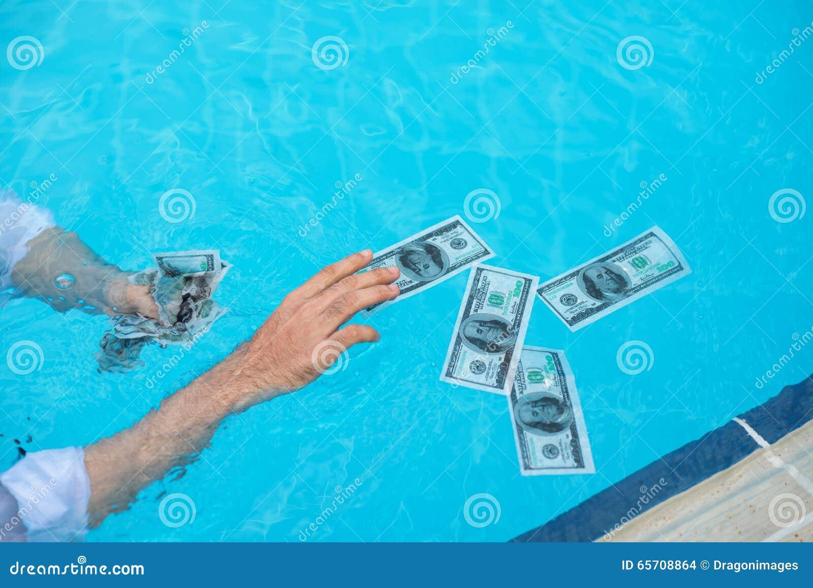 Заразительные влажные банкноты