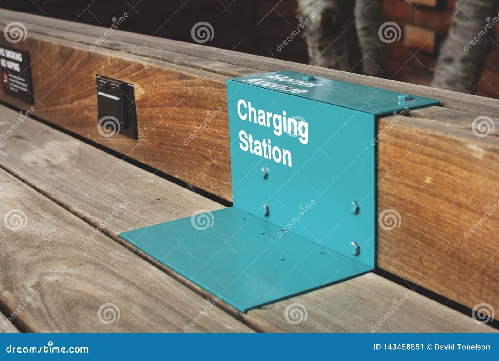 Зарядная станция для сотовых телефонов