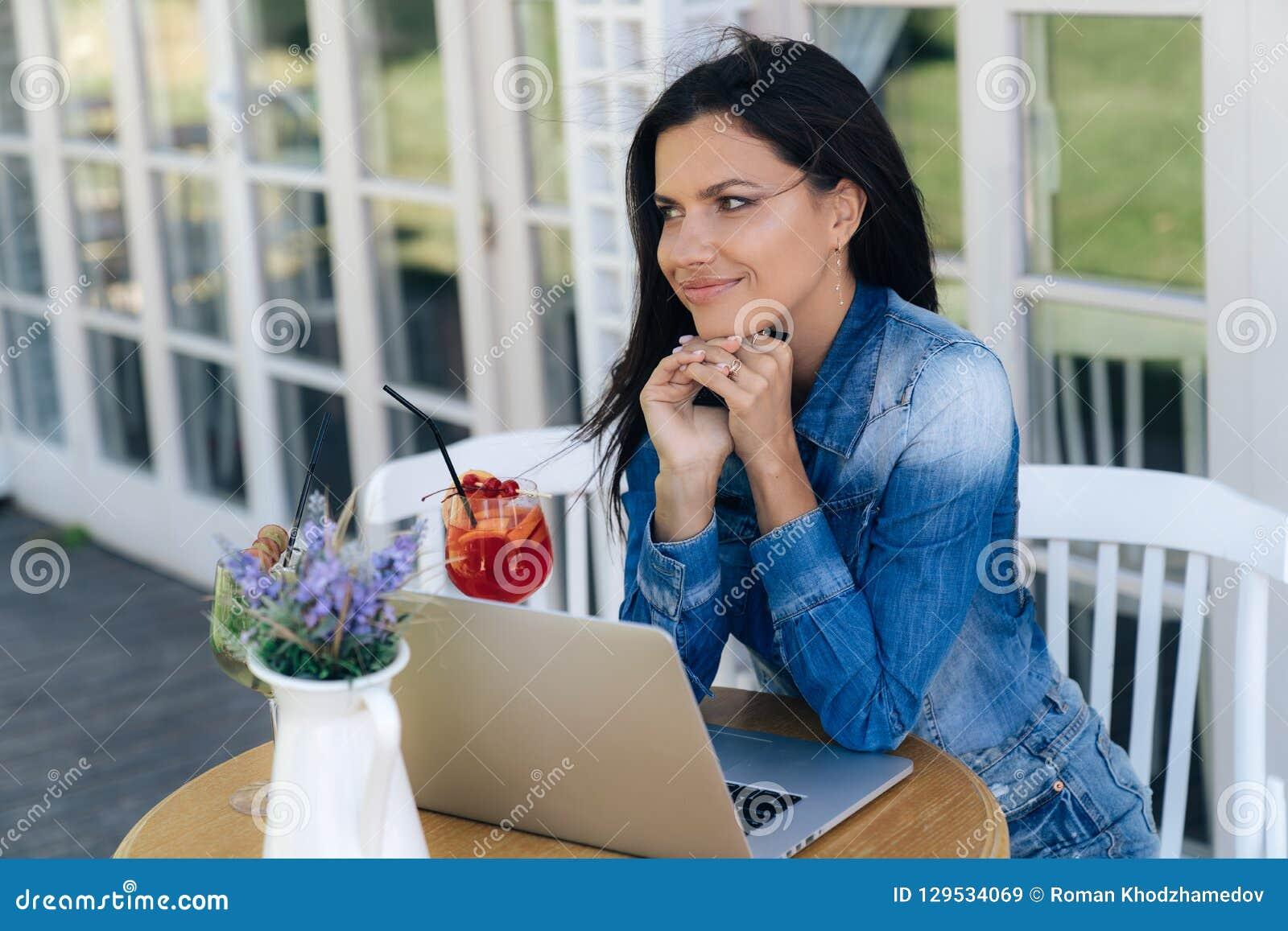 Работа девушке моделью бобров тюмень работа вакансии для девушек