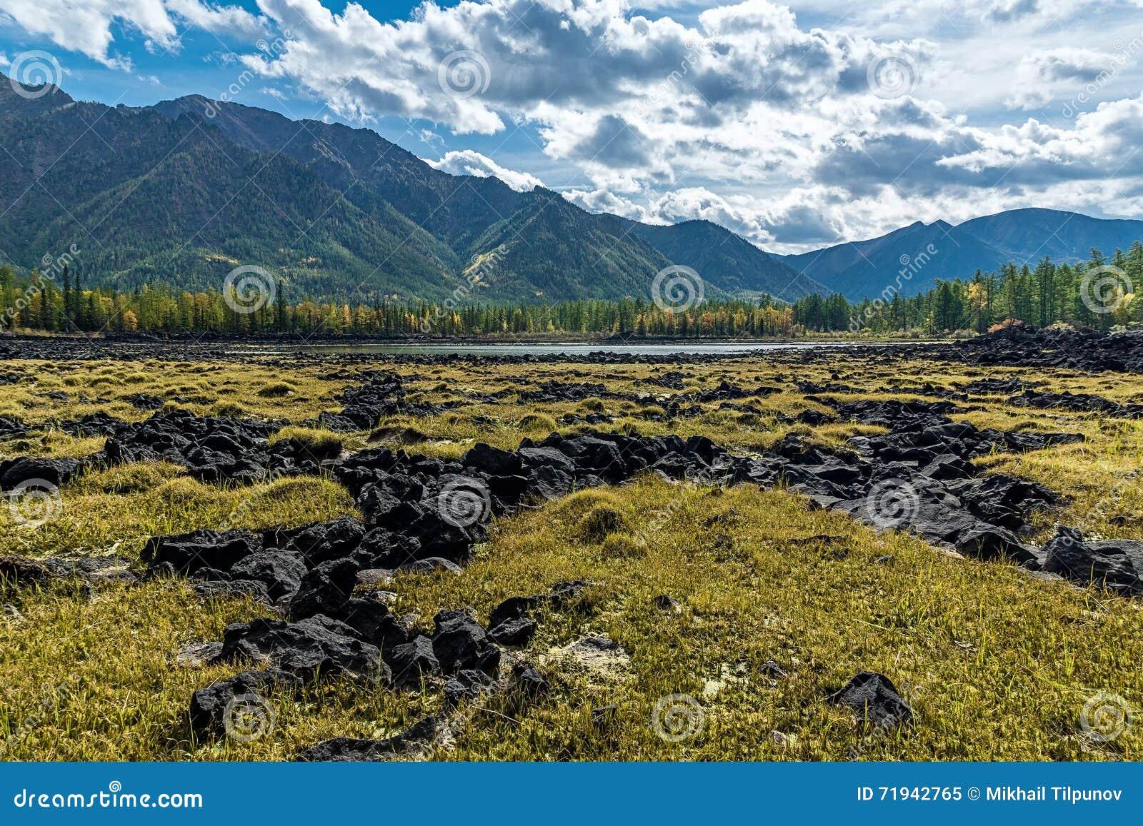 Затвердетая лава в долине реки Zhombolok