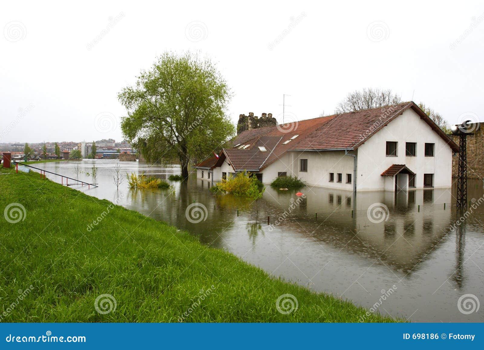 затопленная школа