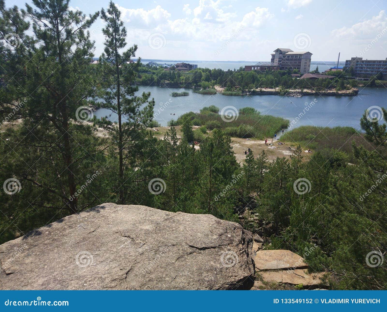Затопленный карьер гранита в Челябинске