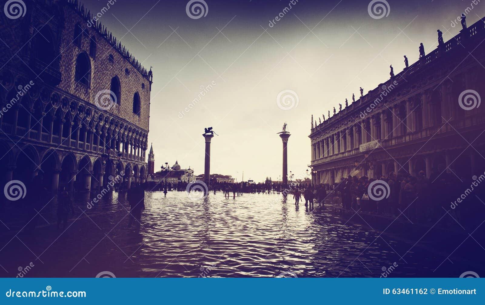 Затопленный St отметит квадрат в Венеции, Италии