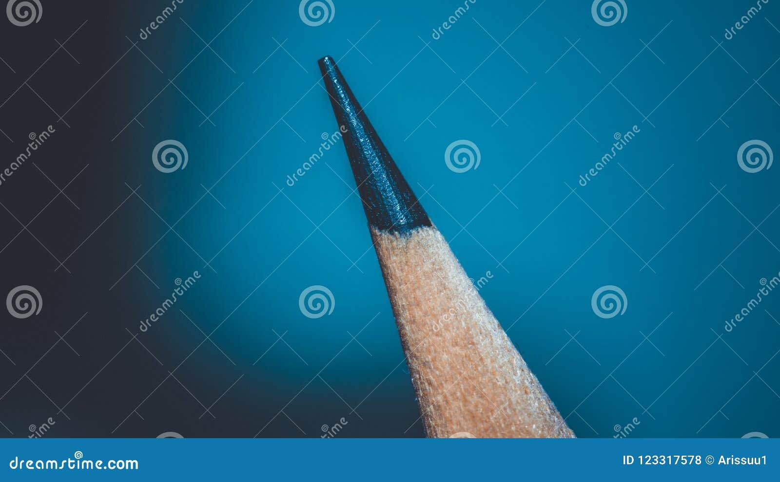 Заточите инструмент черного карандаша умный