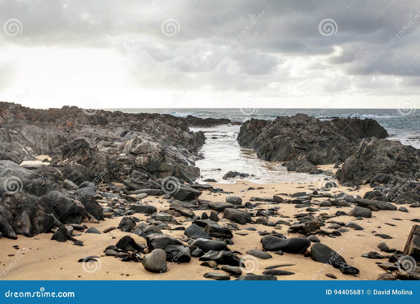 Заточите утесы в пляже Conran накидки